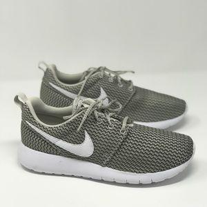 NWT Nike Roshe One GS Light Bone White k/W AUTHENT